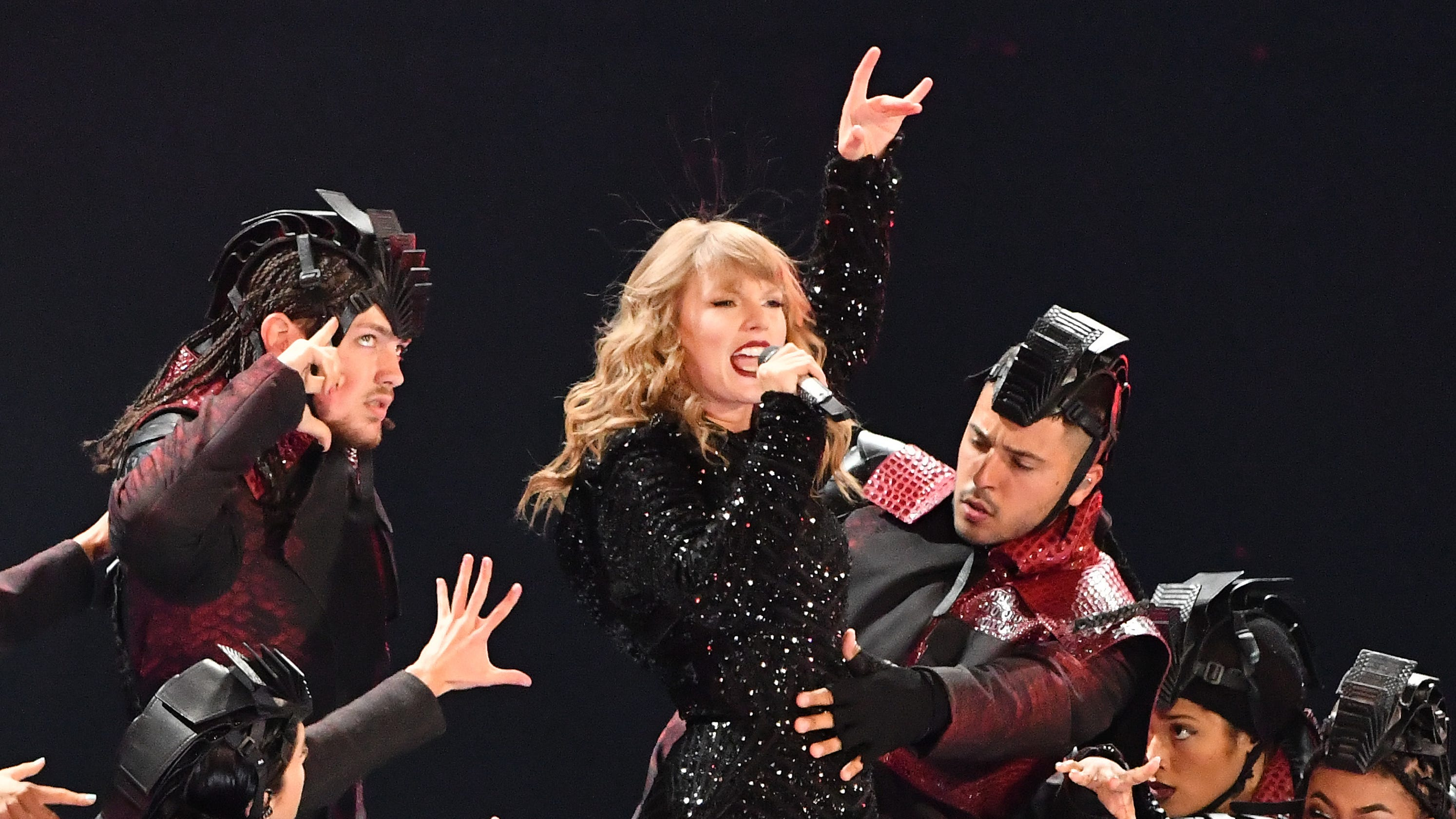 Review: Taylor Swift earns her 'Reputation' during Ford ...
