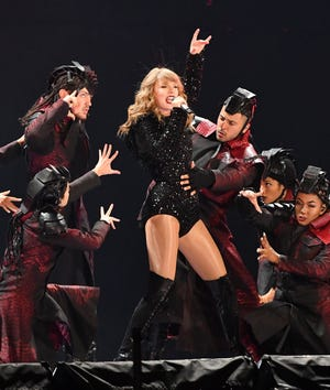 Review Taylor Swift Earns Her Reputation During Ford Field Stunner