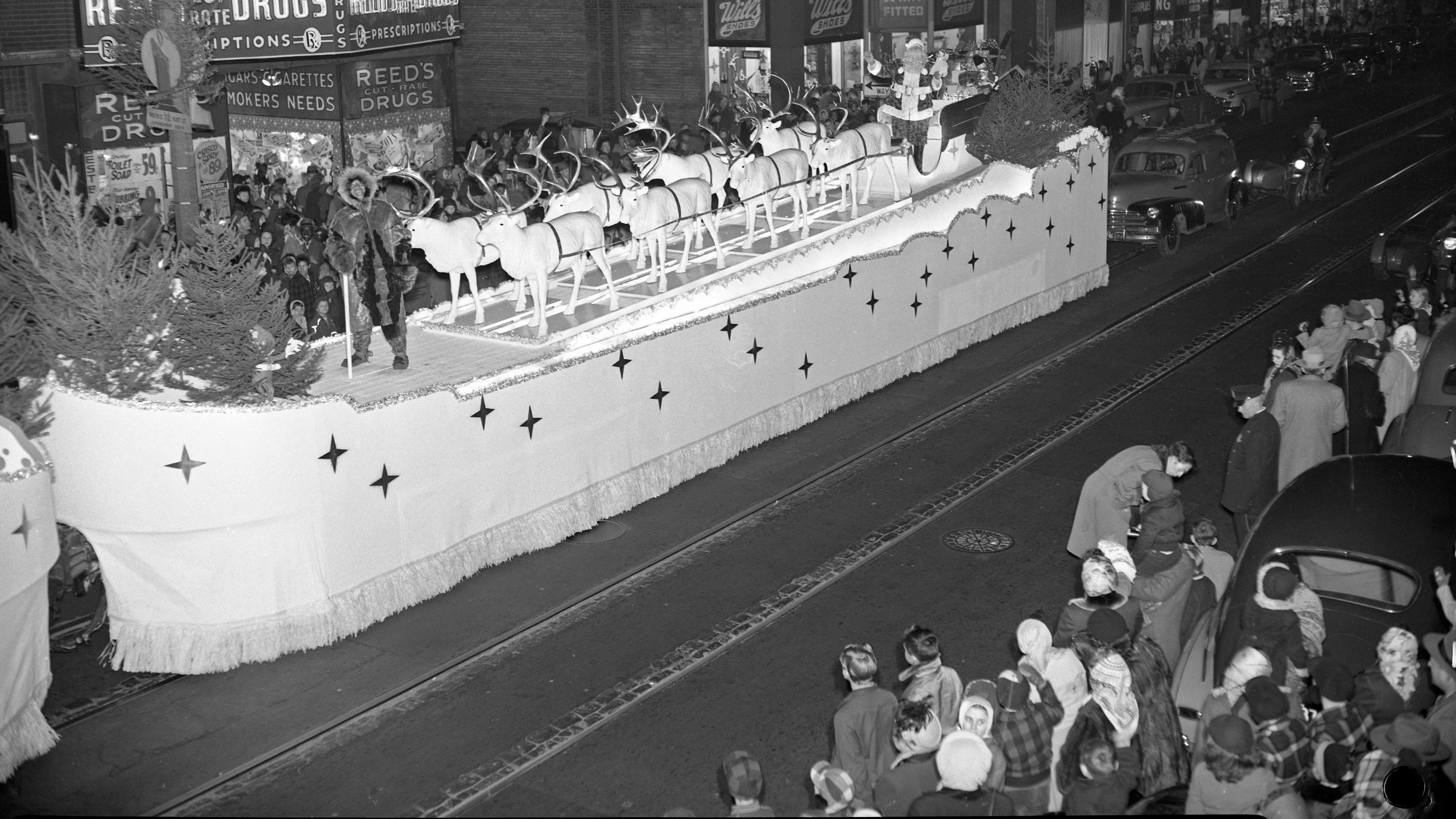 Milwaukee Christmas Parade.When Schuster S Brought The Holiday Parade To Downtown Milwaukee