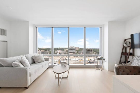 Four guests can stay in this 1 bedroom, 1 bath apartment with views of NYC. Cost: $175/night