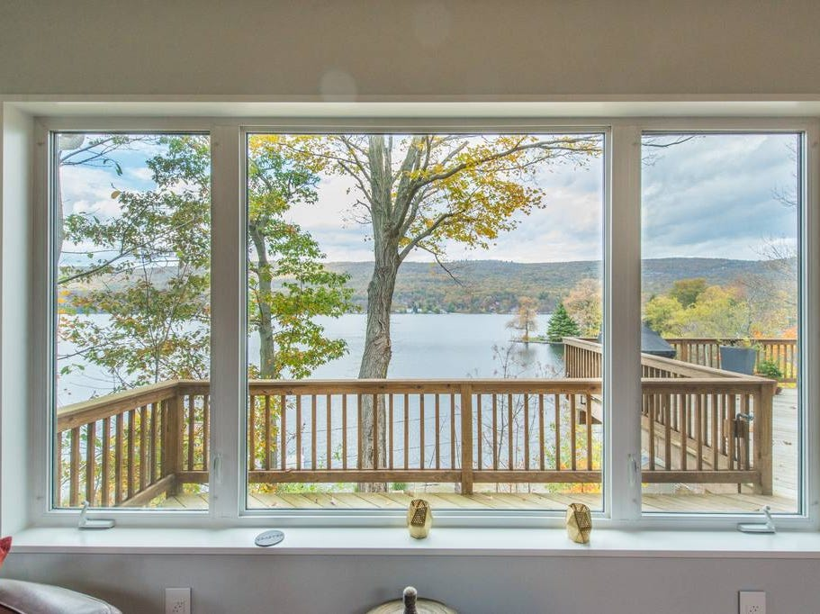 This West Milford lakefront retreat hosts 4 guests, in 1 bedroom with two beds and 1.5 baths.  Cost: $250/night