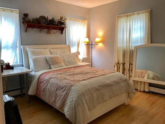 This quaint rental in Carlstadt can host 2 guests and includes 1 bedroom, with 1 bed and a shared bathroom. Cost: $42/night