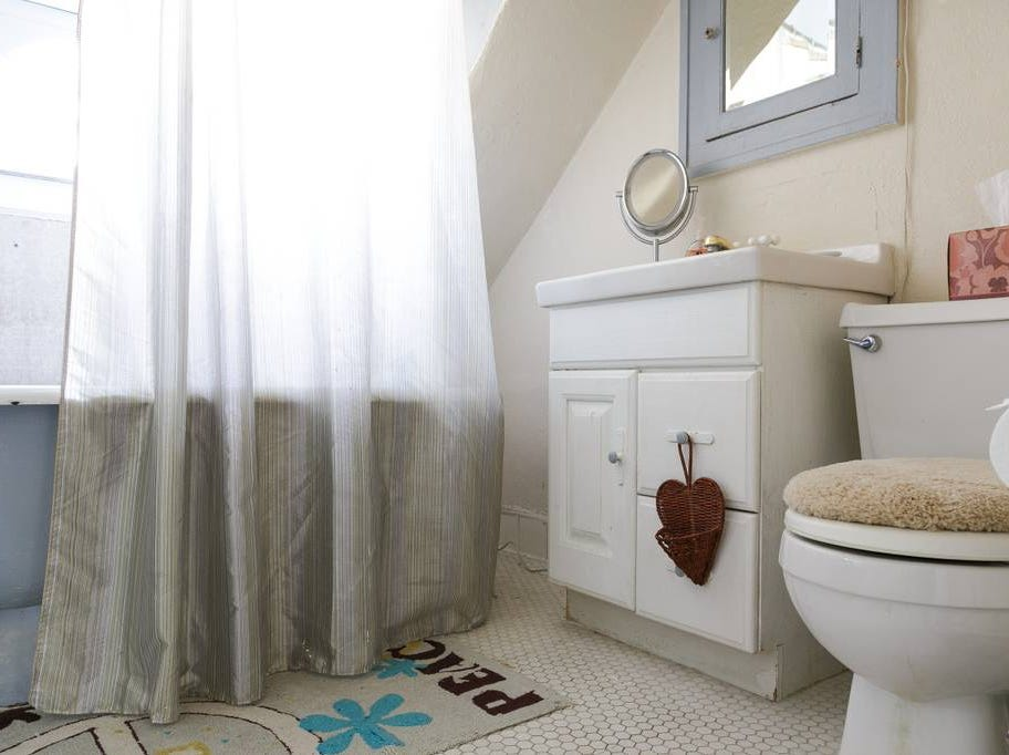 This affordable, adorable one bedroom in Teaneck can host 2 guests and includes 1 bed and a shared bathroom. Cost: $65/night