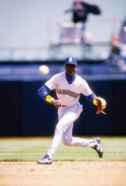 Apr 1991:  Second baseman Harold Reynolds of the Seattle Mariners in action during a game against the Oakland Athletics. Mandatory Credit: Otto Greule  /Allsport