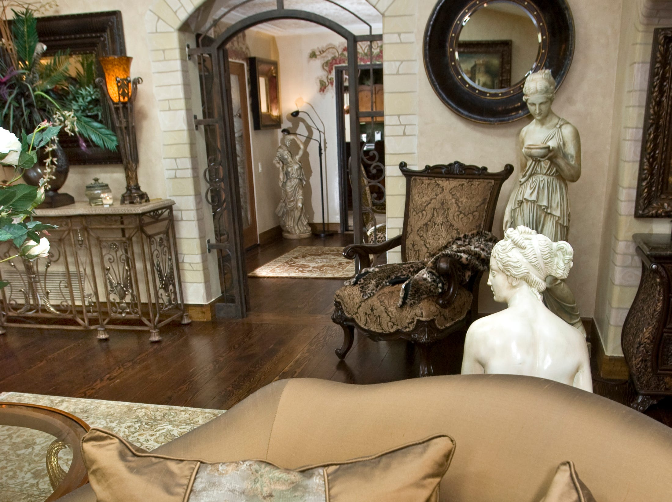 A front sitting room is seen in the former home of Sen. John and Cindy McCain in 2008.