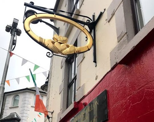 The storefront of Thomas Dillon's Claddagh Gold.