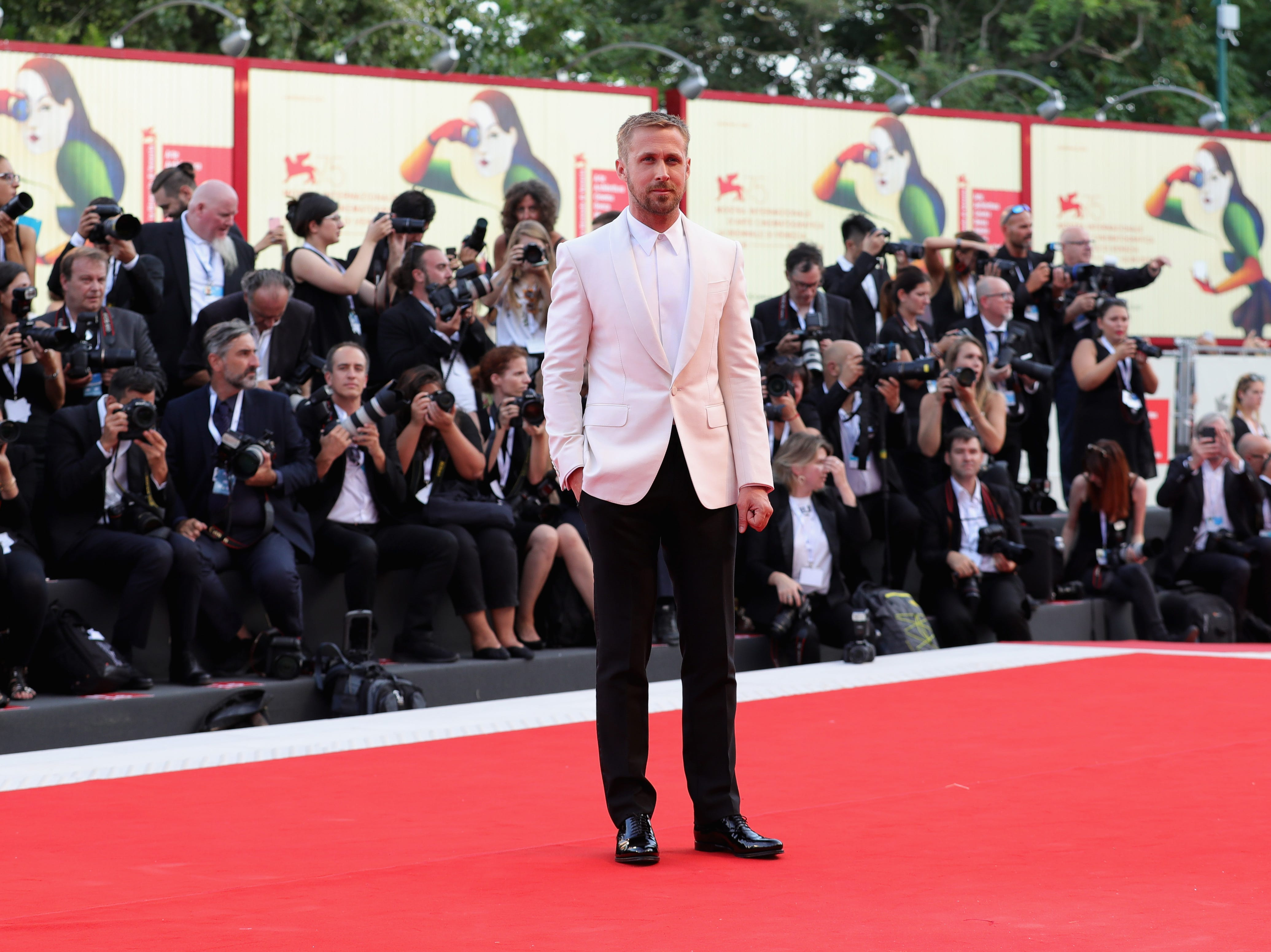 VENICE, ITALY - AUGUST 29:  Ryan Gosling walks the red carpet ahead of the opening ceremony and the 'First Man' screening during the 75th Venice Film Festival at Sala Grande on August 29, 2018 in Venice, Italy.  (Photo by Vittorio Zunino Celotto/Getty Images) ORG XMIT: 775200608 ORIG FILE ID: 1025027322
