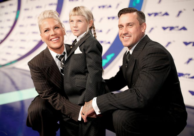 (L-R) Pink, Willow Sage Hart and Carey Hart attend the 2017 MTV Video Music Awards at The Forum on August 27, 2017 in Inglewood, California.