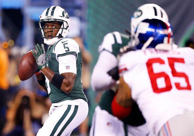 New York Jets quarterback Teddy Bridgewater (5) looks to pass against New York Giants during second half at MetLife Stadium.