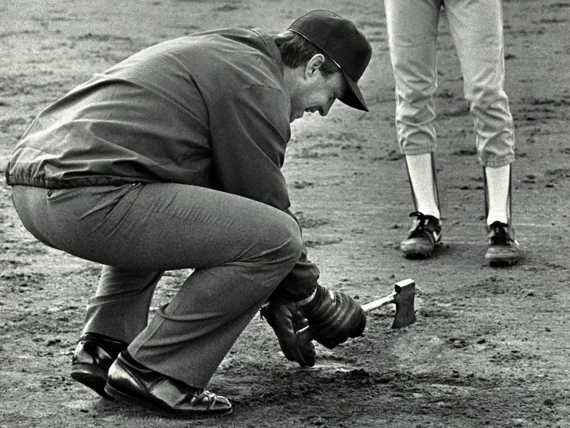 03/29/88Ump Jim Rye Removes Rock