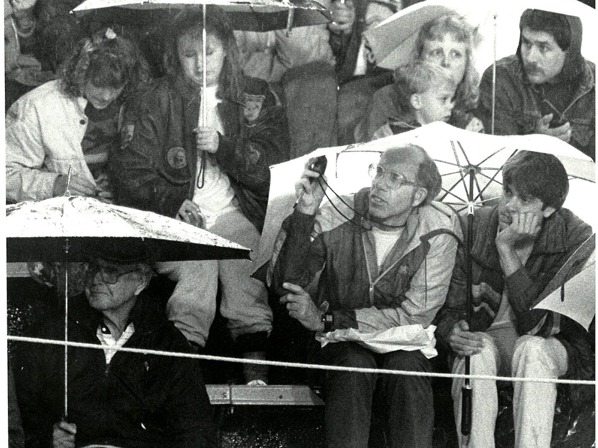 1988Rainy Crowd