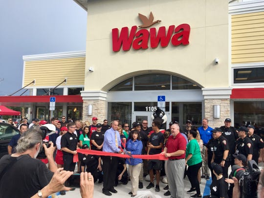 Wawa conducted a ribbon-cutting ceremony Thursday morning at the downtown Melbourne location.