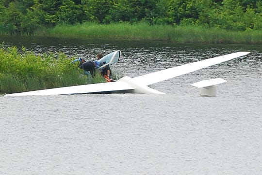 Two gliders went down Tuesday afternoon, June 17, 2008, near the Sugarbush Warren airport.  This glider landed in Blueberry Lake in Warren and a second glider landed in the woods less then 1 mile from this site.  Both Pilots walked away.  Warren fire department, Mad River Valley Ambulance Service and Vermont state Police responded.