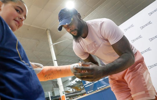 Lance Stephenson signs Sophie Gullion's cast as he got to hang out and sign autographs with fans during a farewell to Indy family event at Incrediplex event center Wednesday, August 29, 2018.