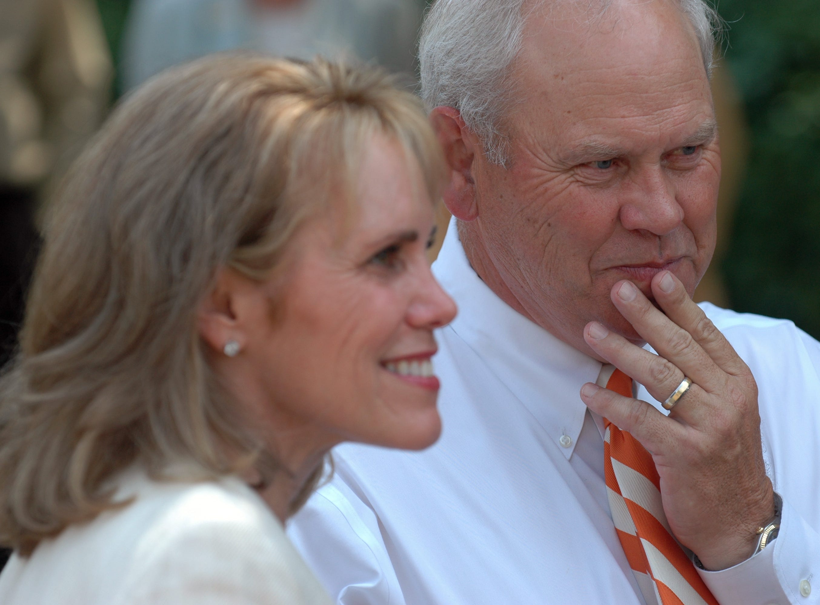 News Sentinel Archives: University of Tennessee Head football coach Phillip Fulmer and his wife Vicky Fulmer have committed to a $1 million gift to the University of Tennessee. The announcement is made at Circle Park during a press conference.   Tuesday, August 28, 2007 Saul Young/News Sentinel