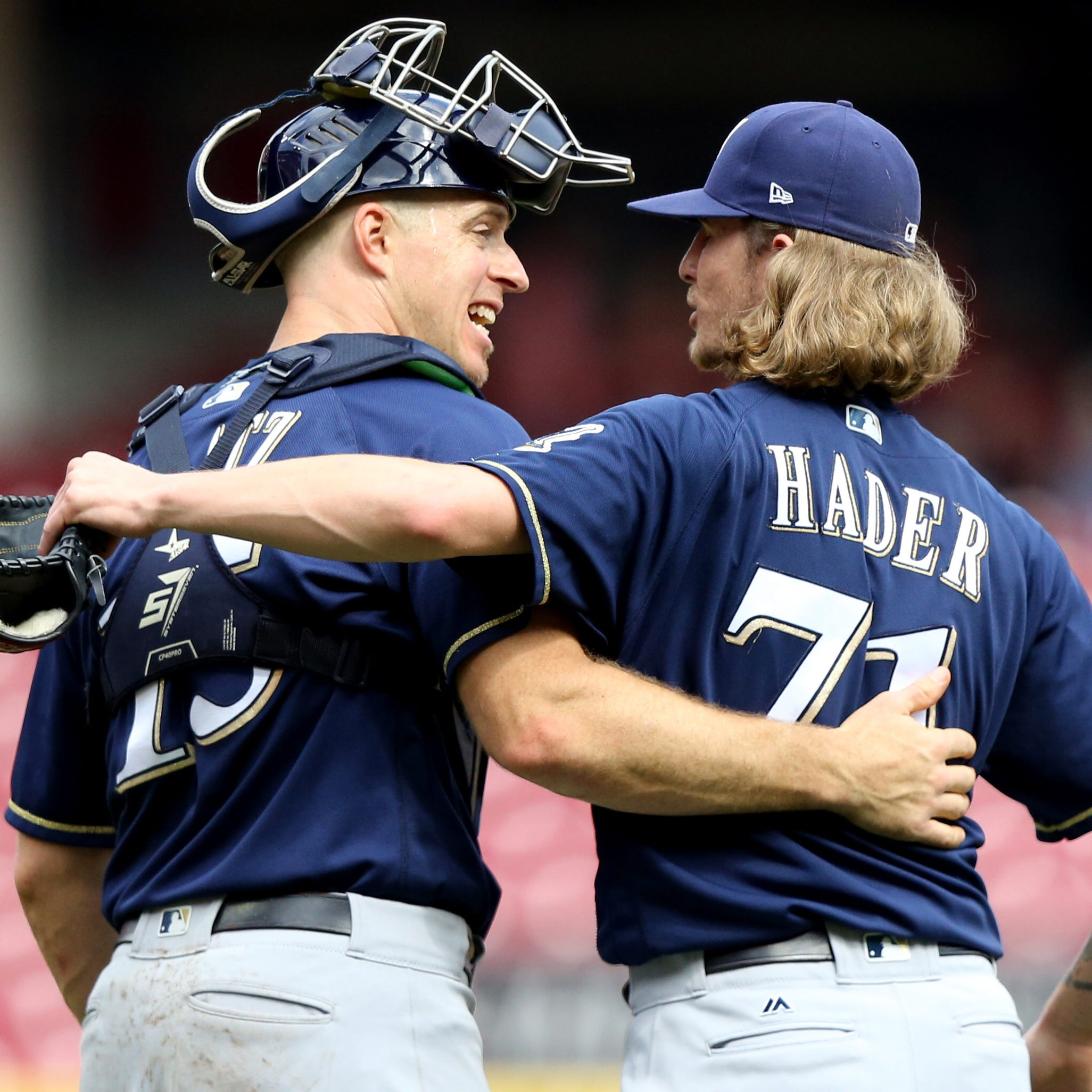 Notes: Veteran Erik Kratz caught on quickly for the Brewers