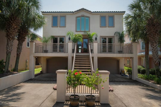 528 Eventide DriveFront view.