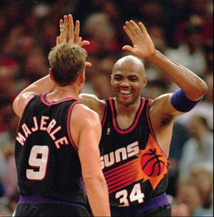 Charles Barkley and Dan Majerle celebrate after a victory over the Trail Blazers in 1995.