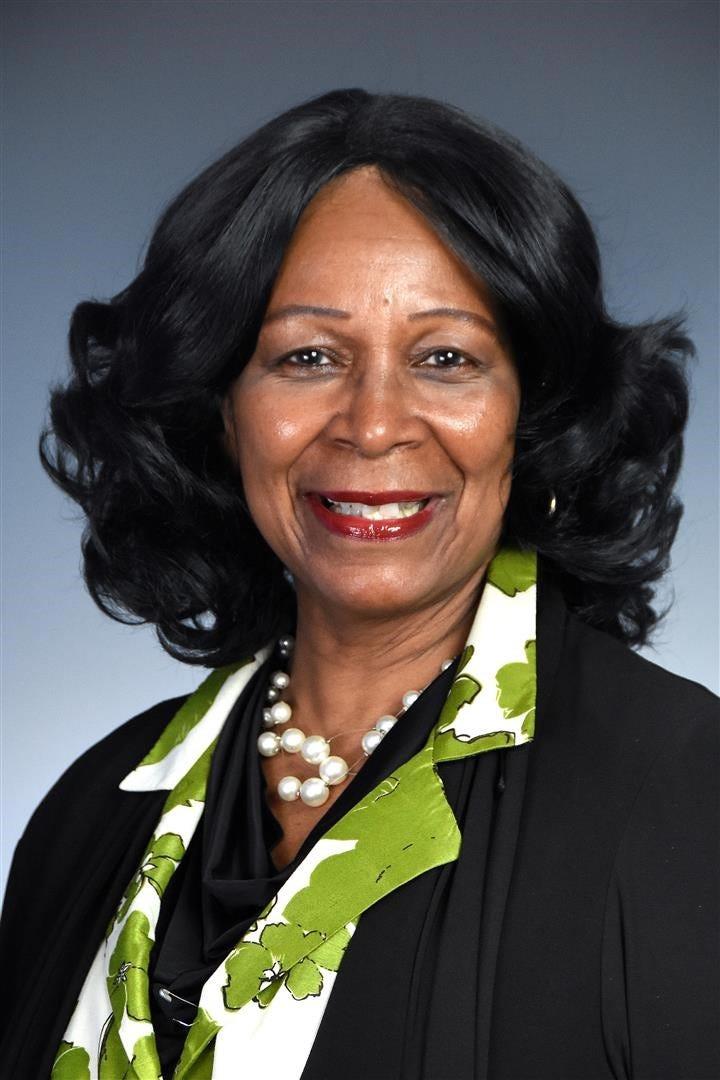 Sandra J Simon