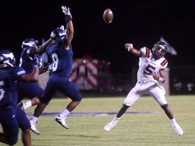 Parkway quarterback Amani Larry (5) earned the fans' Preseason Player of the Year honor due to overwhelming support in voting on The Times' Friday Night Live app.