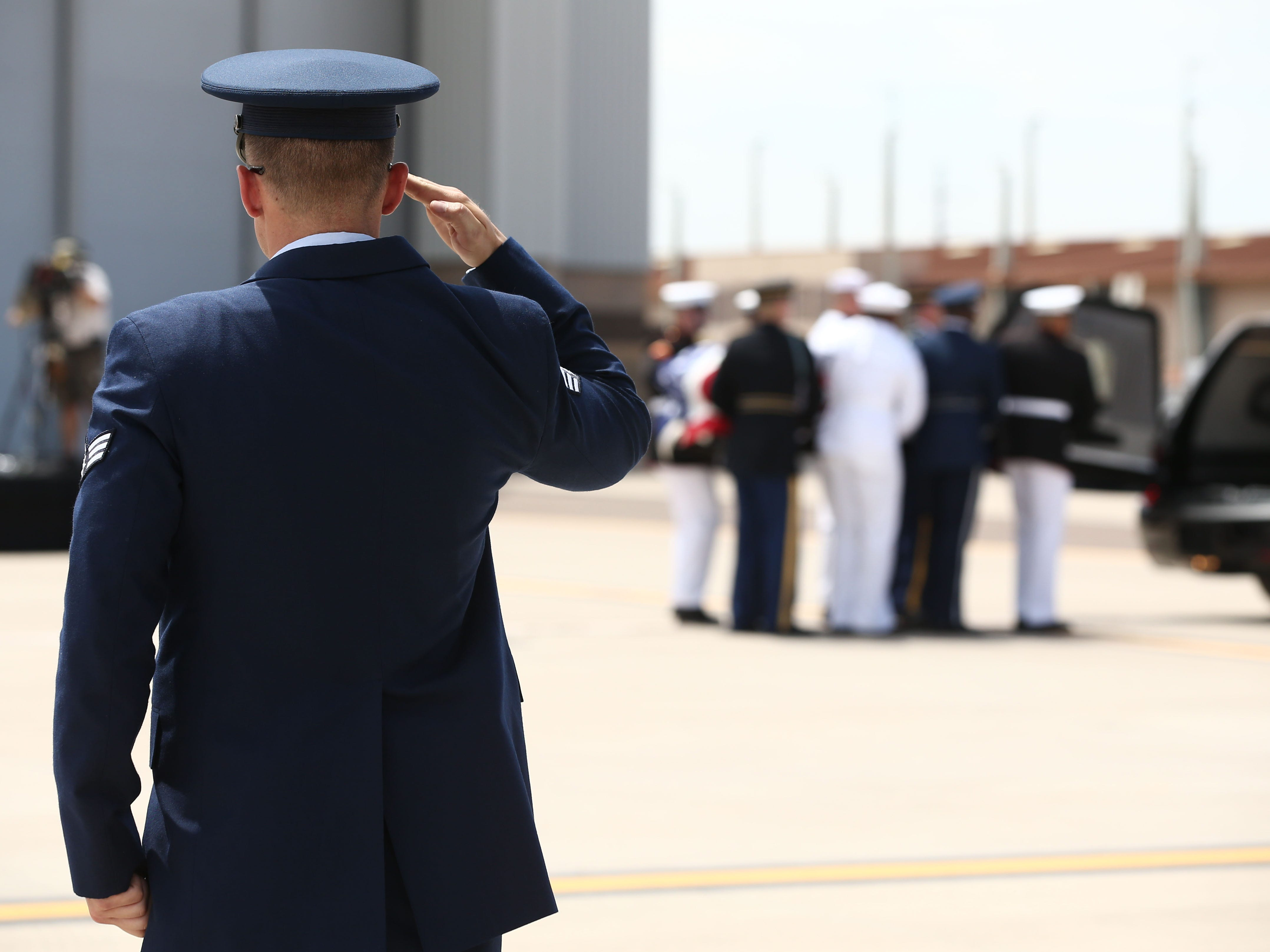 Aug 30, 2018; Phoenix, AZ, USA; The flag draped casket of Sen. John McCain is carried to the plane during the transfer ceremony at the 161st Air Refueling Wing, a unit of the Arizona Air National Guard, at Goldwater Air National Guard Base at Sky Harbor International Airport. The body of Senator McCain was placed onboard a C-32 military aircraft to depart Arizona for the last time. Rob Schumacher/The Republic via USA TODAY NETWORK ORIG FILE ID:  20180830_gma_usa_459.jpg