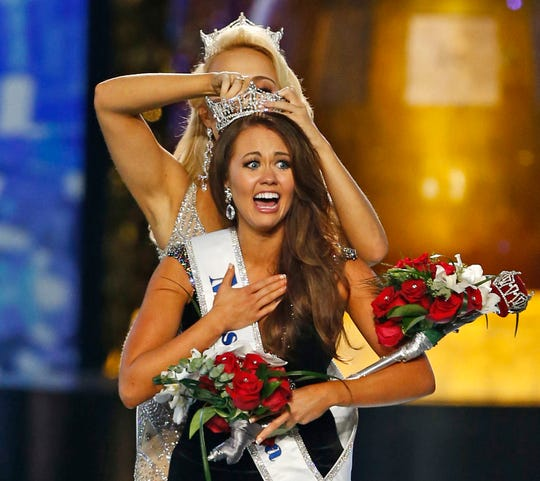 Miss North Dakota Cara Mund reacts after being named Miss America during the Miss America 2018 pageant in Atlantic City, N.J. Sept. 10, 2017.