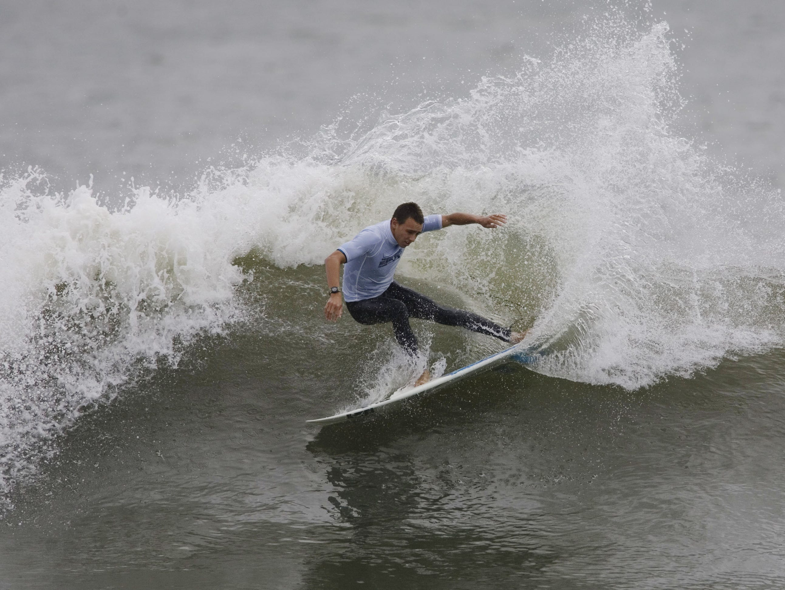 Early heats of day one competition of the Foster's Belmar Pro & Fins Jr. Pro take place at the 16th Ave beach in Belmar on Saturday, September 12, 2009. Brett Barley competes in the Jr. Pro division.  Doug Hood/ Asbury Park Press- Belmar, NJ- 09.12.09 (#5875)