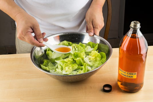 Apple Cider Vinegar To Soak Vegetable And Remove Pesticide Residue