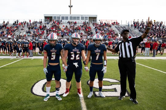 Veterans Memorial plays Edcouch-Elsa at Cabaniss Football Field on Thursday, Aug. 30, 2108.