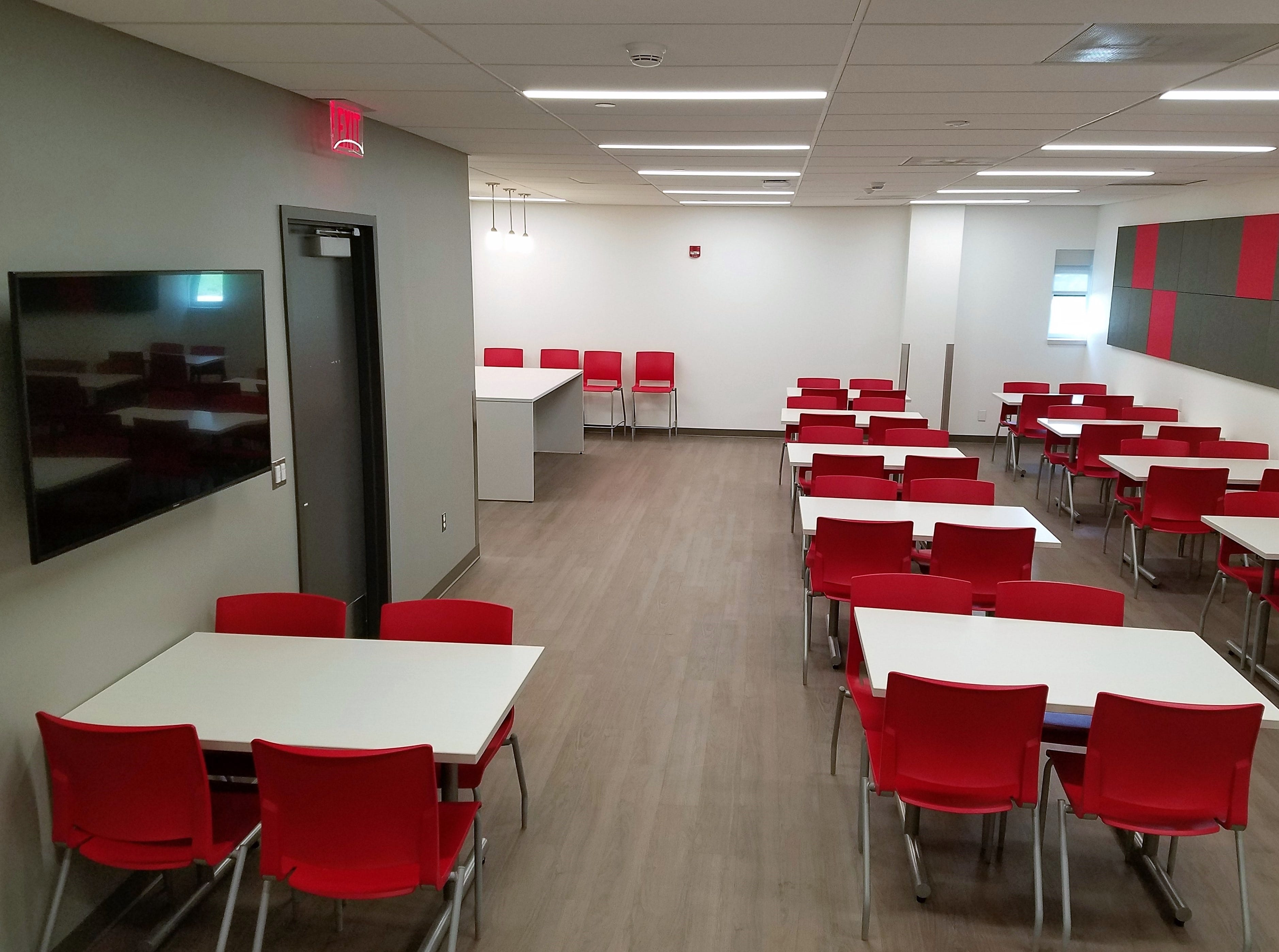 A new student lounge at the Janice H. Levin Building in Piscataway features scarlet seating for 60 in a brightly lit space. Students will be able to bring their lunch, study, and work in the lounge, with easy access to nearby classrooms and restrooms.