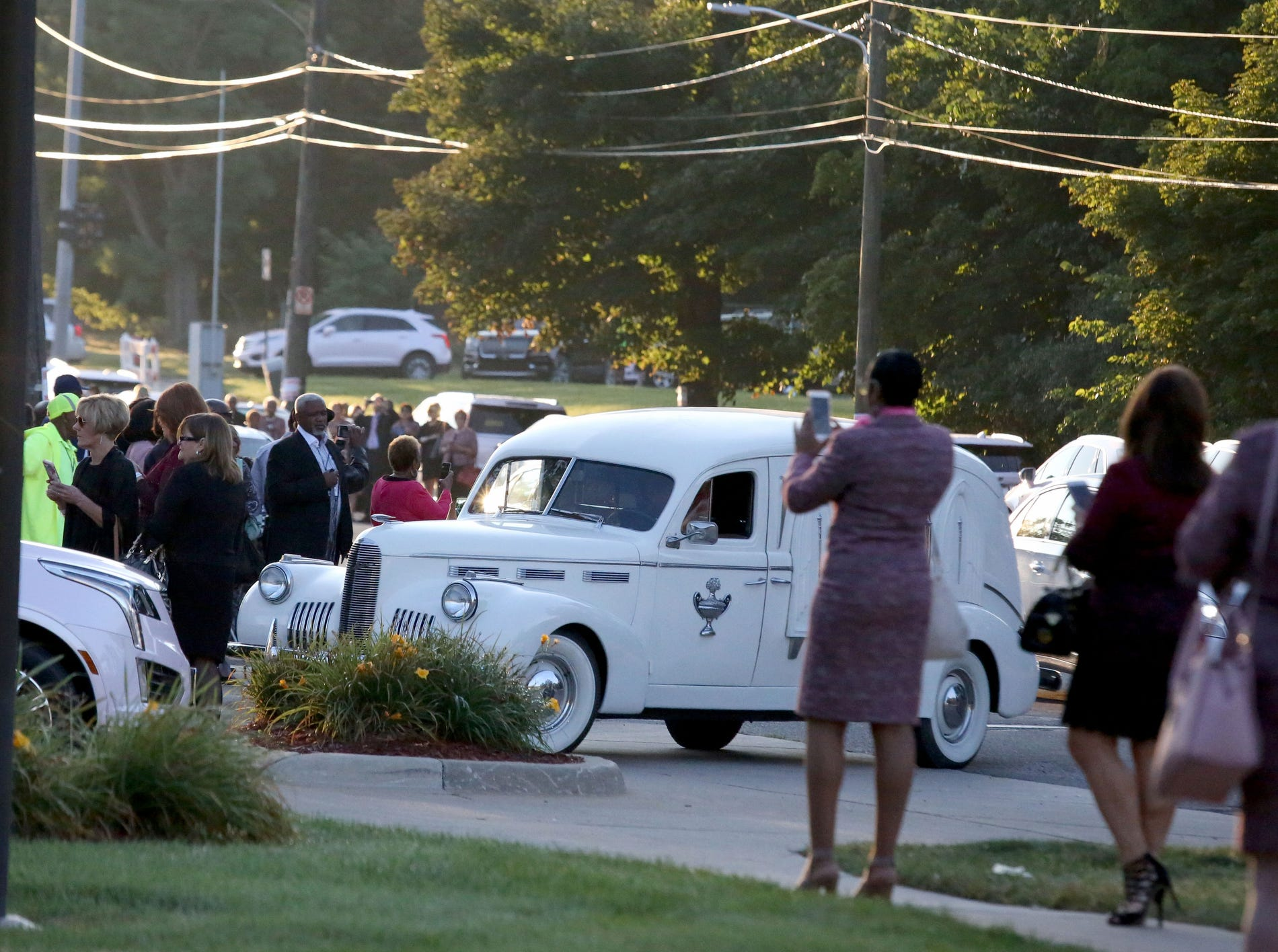 The hearse arrives with the body of Aretha Franklin at the Greater Grace Temple in Detroit , Friday, August 31, 2018.