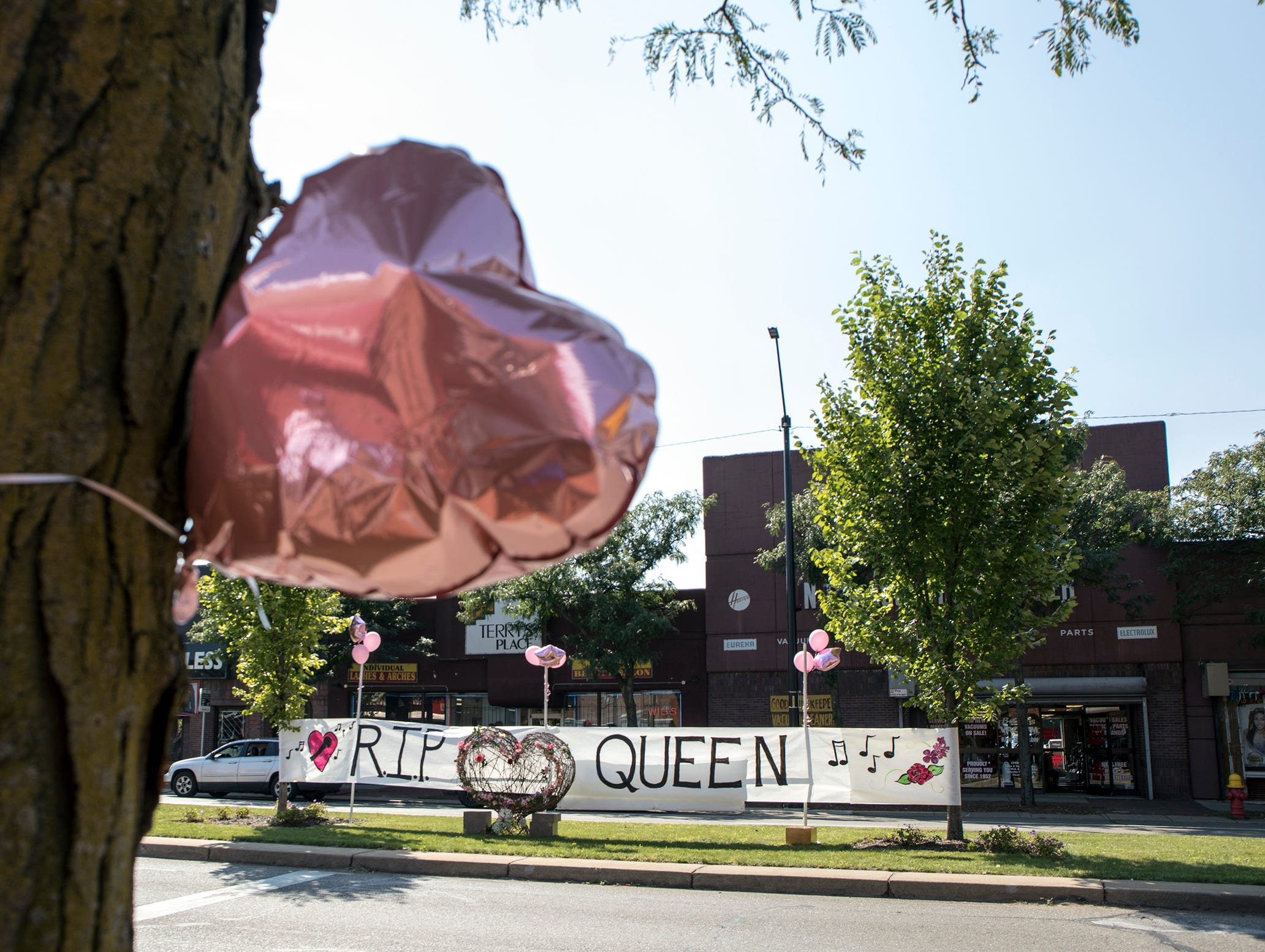 Merchants decorate their storefronts in anticipation of Aretha Franklin's funeral to pass by on Livernois Ave. in Detroit on Friday, August 31, 2018.