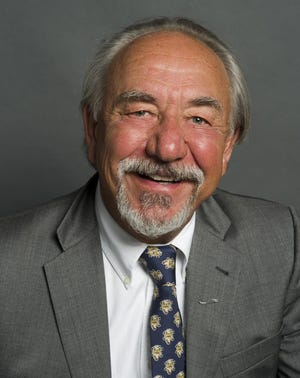 """Political comedian and commentator Will Durst brings his new one-man show, """"Durst Case Scenario: Midterm Madness,"""" to Third Avenue Playhouse from Sept. 5 to 8."""
