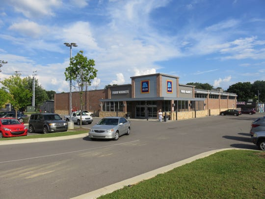 Today, Aldi stands in a reshaped lot where the Bearden Shoney's once was.
