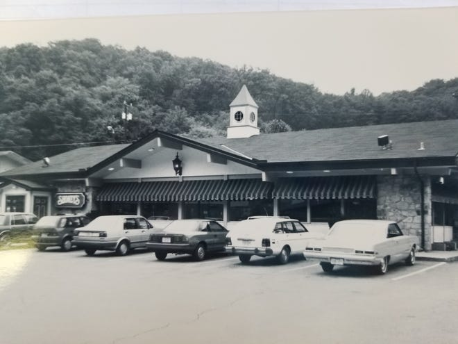 One of the Knoxville Shoney's in the 1970s shortly after the drive-in service ended.