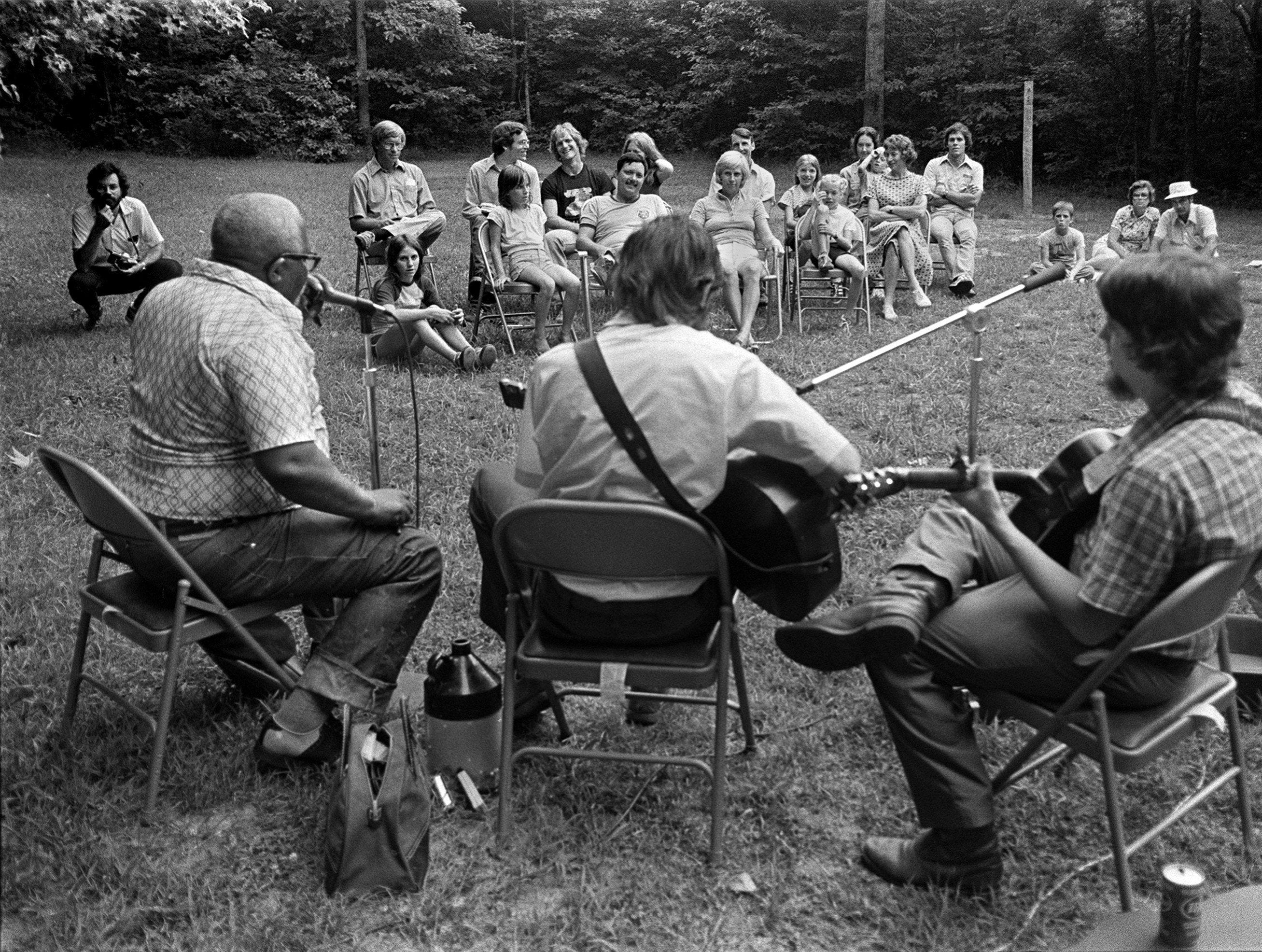 Hammie Nixon performing in Shelby Forest July 20, 1979. With Nixon (left) are Dave Evans (center) and John Hunninen.