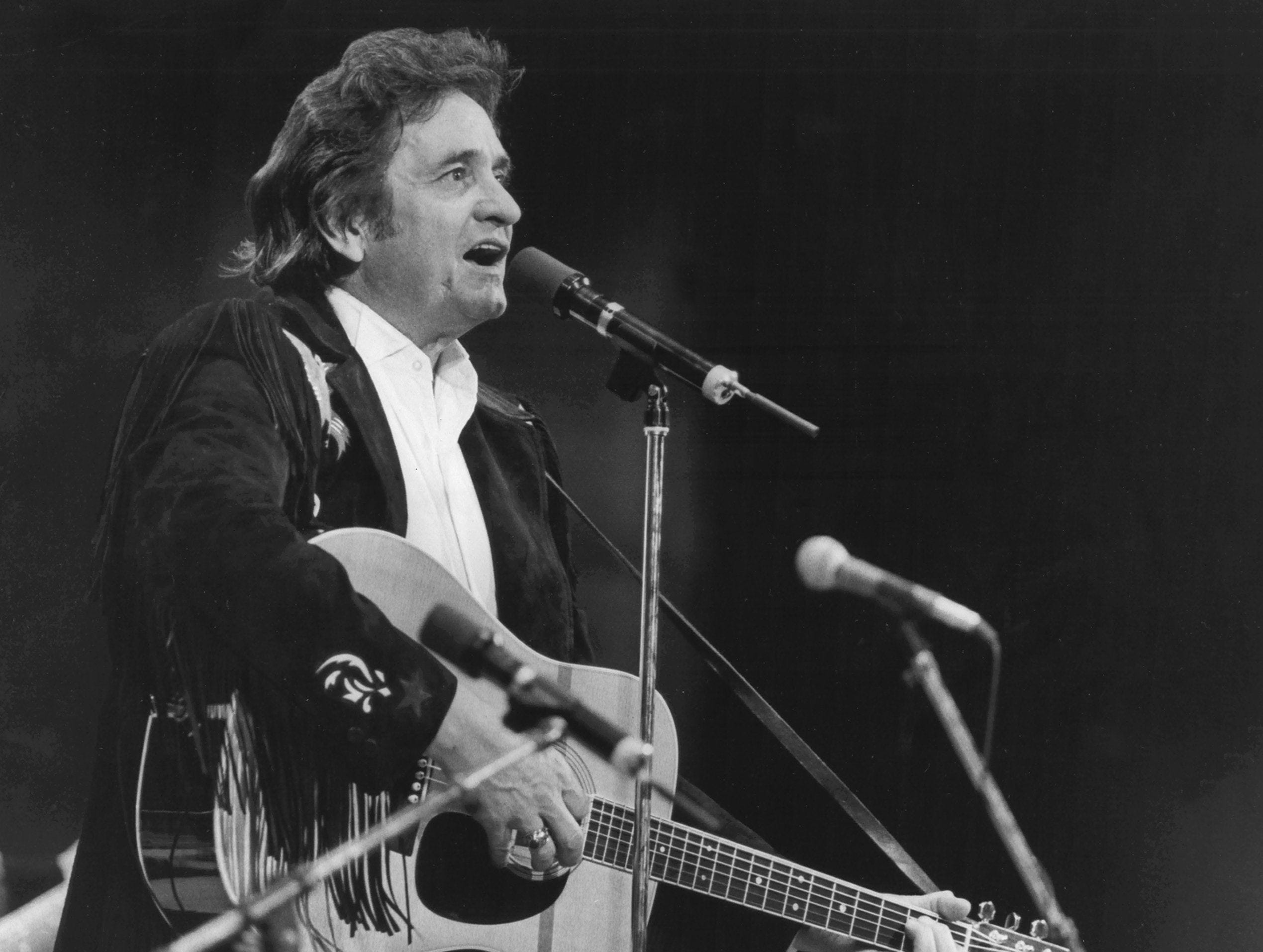 Johnny Cash brings his special brand of talent and entertainment to the 4,300-seat Mud Island amphitheater on 3 Sep 1982.