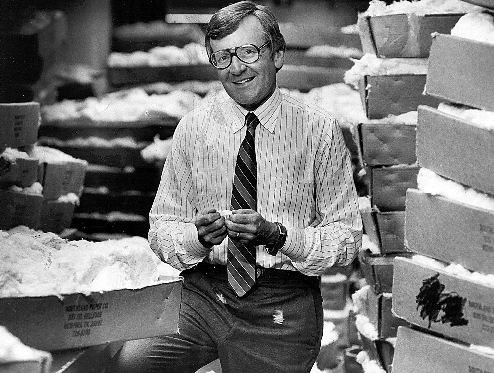 Cotton merchant Billy Dunavant in the classing room on 17 Jan 1984.
