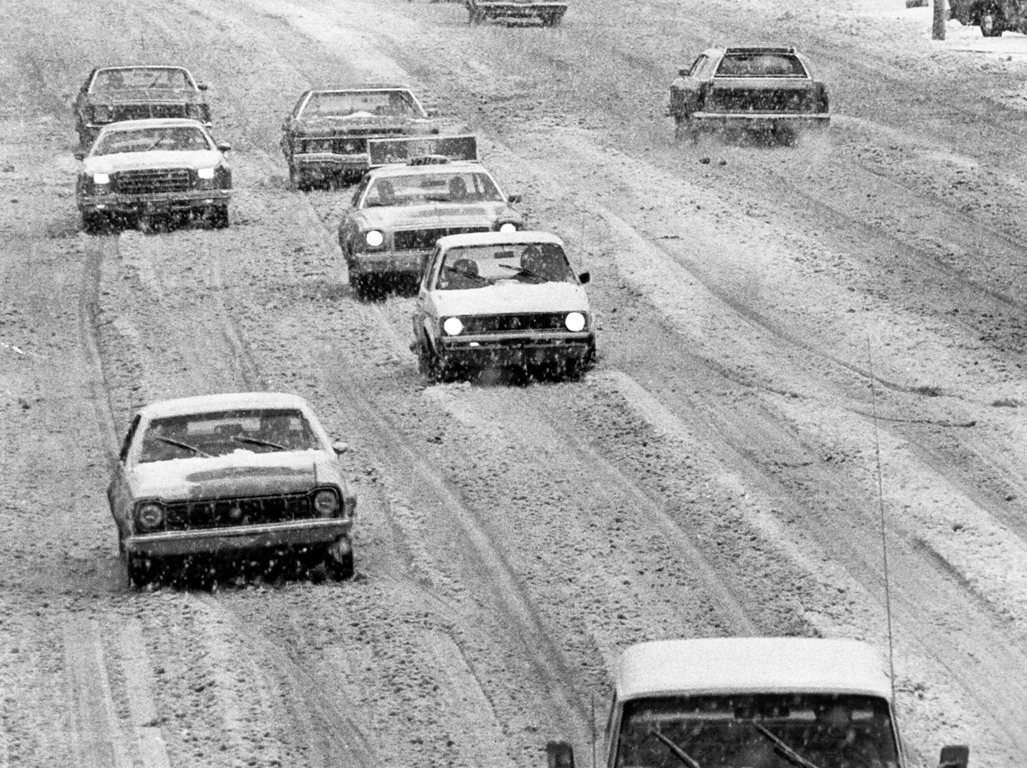 Dave Darnell/The Commercial Appeal files Union Avenue was covered in snow as traffic crawled along on Jan. 12, 1978, as evidenced by this view looking west from the pedestrian overpass east of Bellevue. Union Avenue was covered in snow as traffic crawled along on Jan. 12, 1978, as evidenced by this view looking west from the pedestrian overpass east of Bellevue.