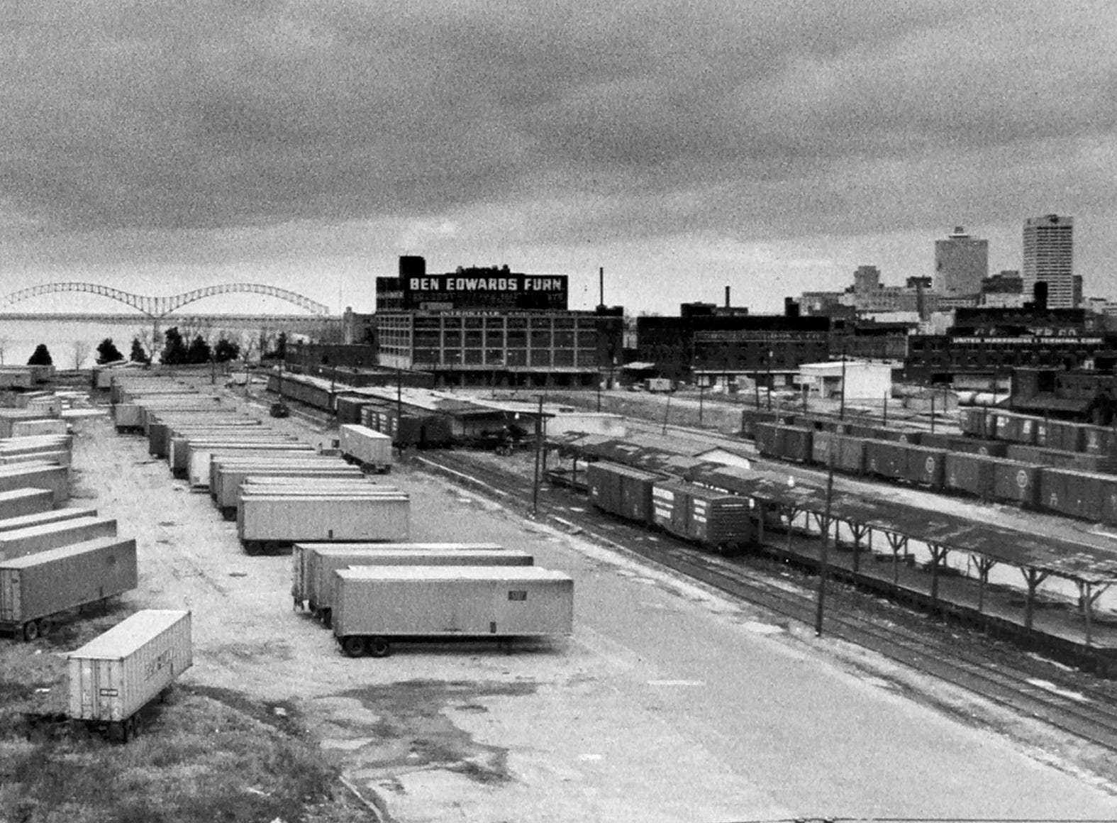 The South Bluffs area of Downtown Memphis had a decidedly different appearance on Jan. 27, 1976.