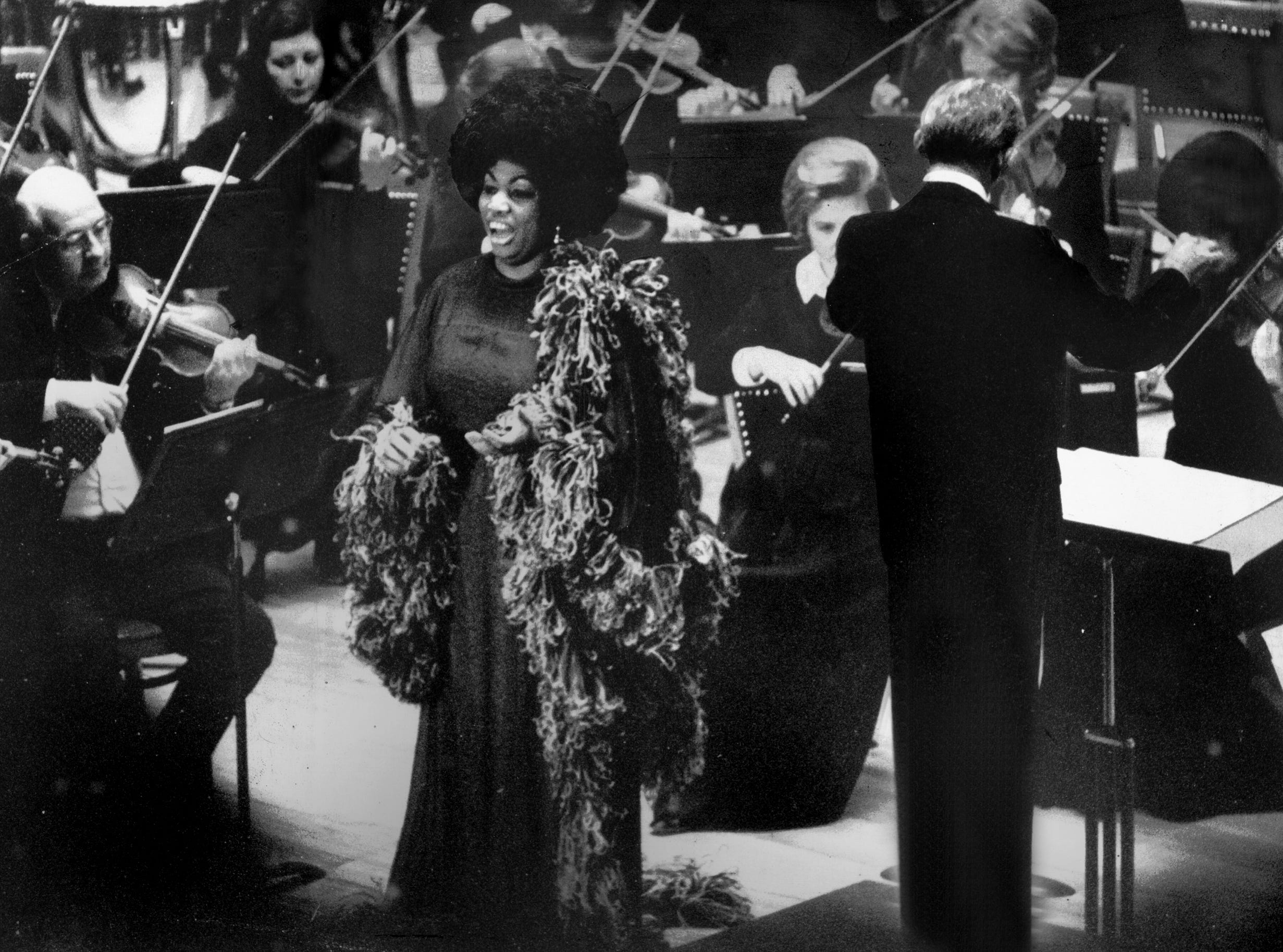 Dave Darnell/The Commercial Appeal files Soprano Leontyne Price performs with the Memphis Symphony Orchestra under the direction of Vincent de Frank (right) at the Auditorium Music Hall on Nov. 18, 1973. Arias by Verdi and Mozart and a symphonic poem by Samuel Barber were conspicuous in her program before the 2,300 in attendance. Soprano Leontyne Price performs with the Memphis Symphony Orchestra under the direction of Vincent de Frank (right) at the Auditorium Music Hall on Nov. 18, 1973. Arias by Verdi and Mozart and a symphonic poem by Samuel Barber were conspicuous in her program before the 2,300 in attendance.