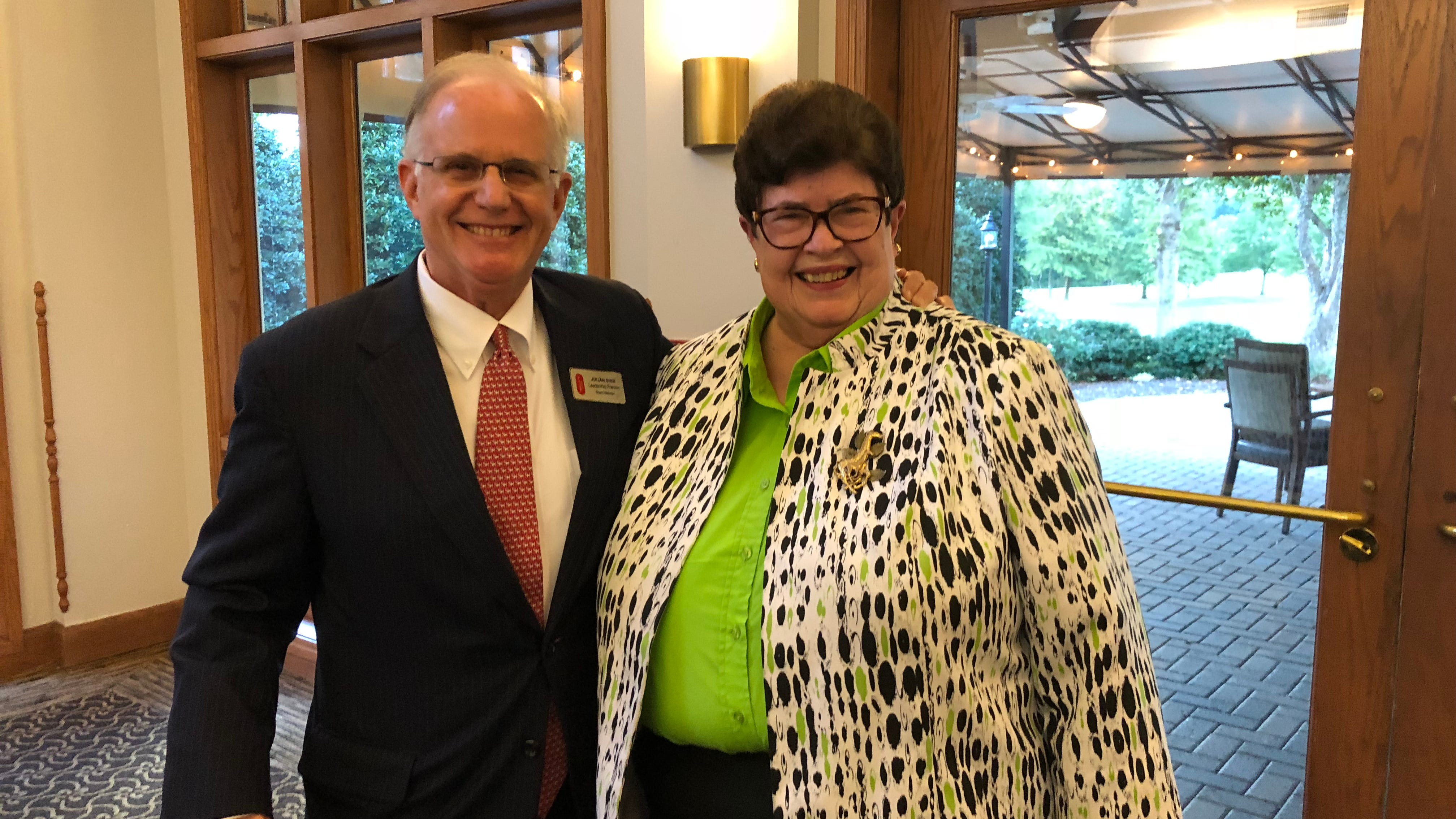 Former Williamson Commissioner Judy Hayes receives Leadership Franklin's Cross award