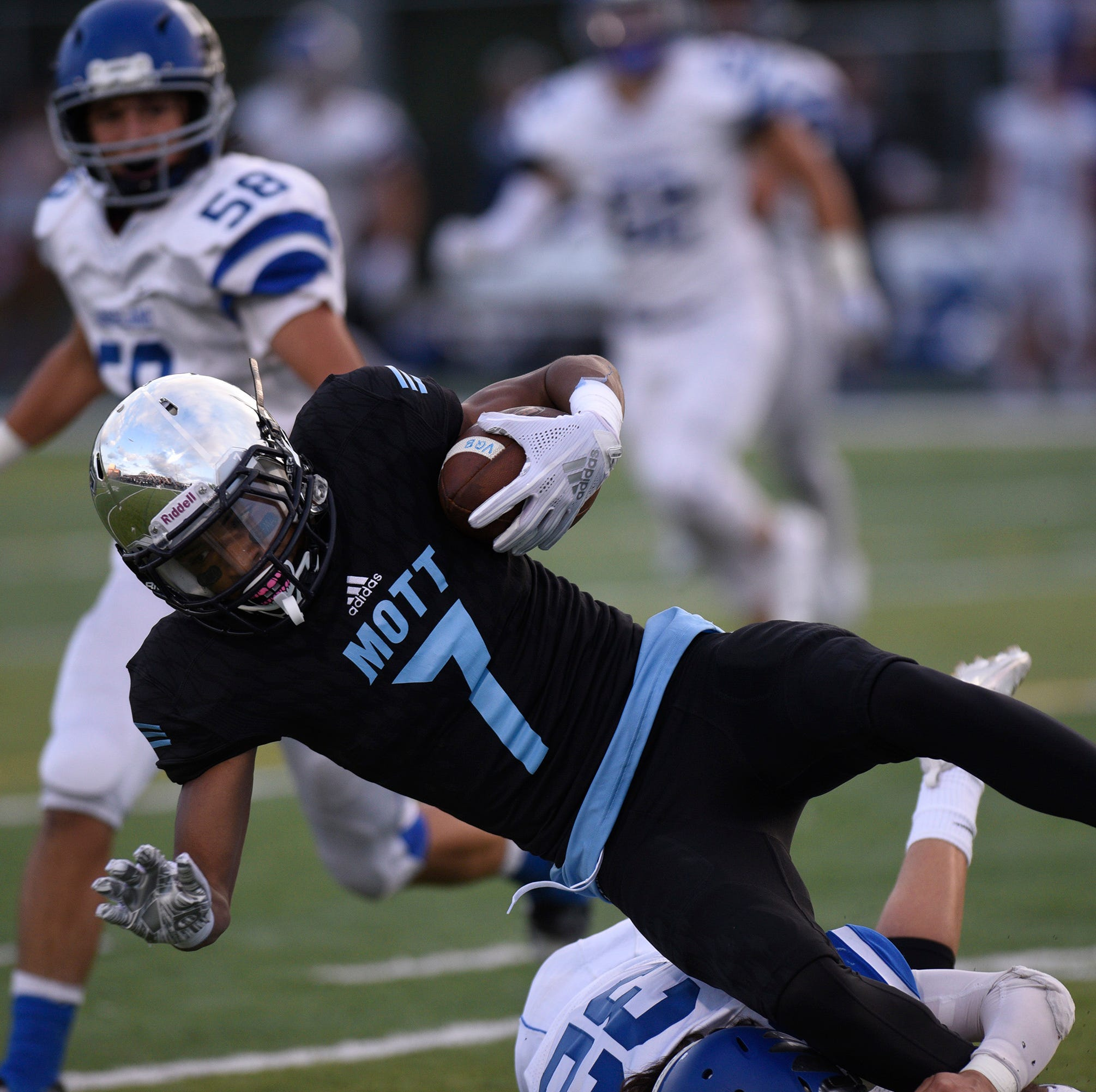 Waterford Mott defeats Lakeland 26-19