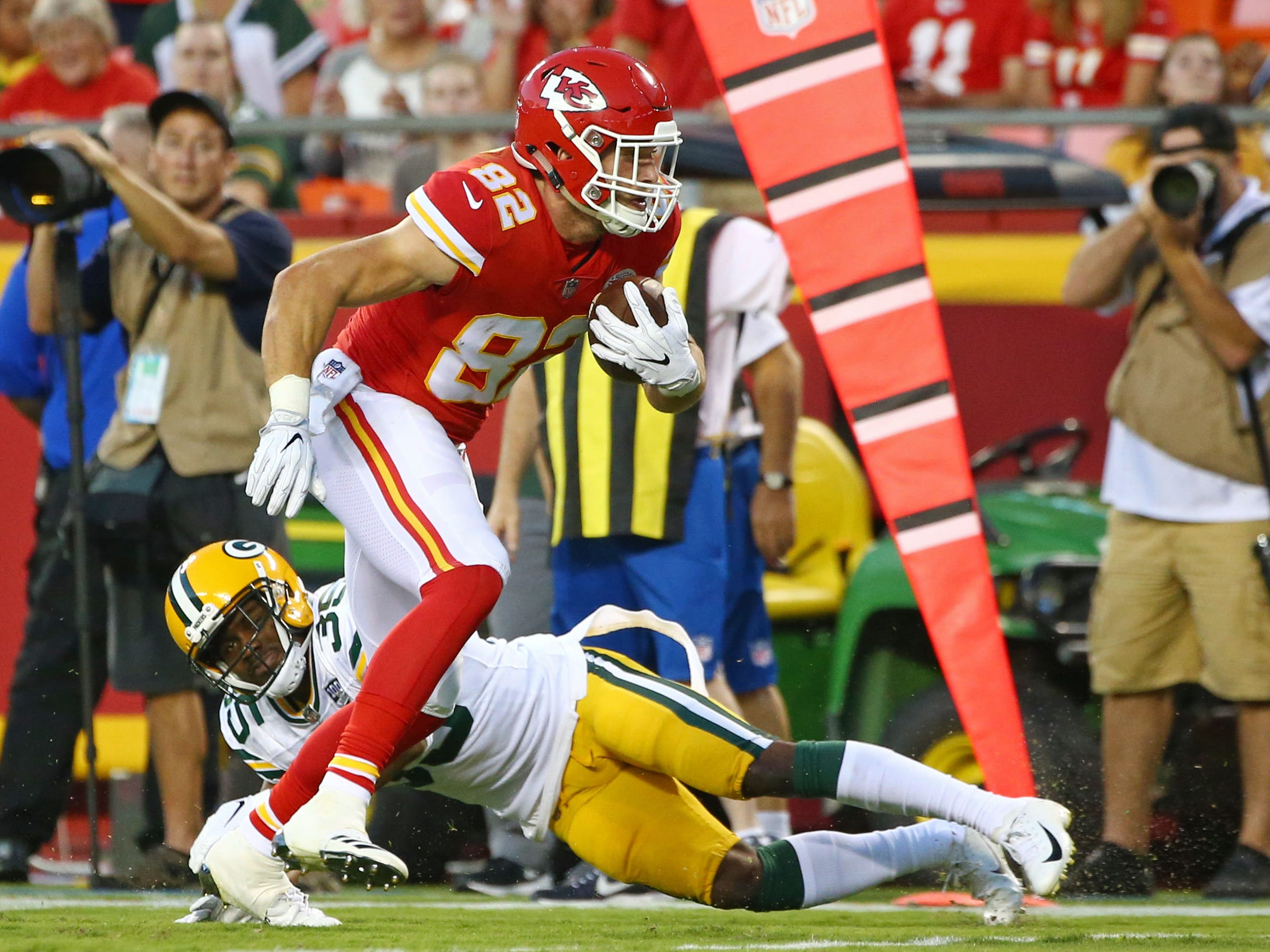 Aug 30, 2018; Kansas City, MO, USA; Kansas City Chiefs tight end Alex Ellis (82) evades Green Bay Packers safety Jermaine Whitehead (35) in the first half at Arrowhead Stadium.