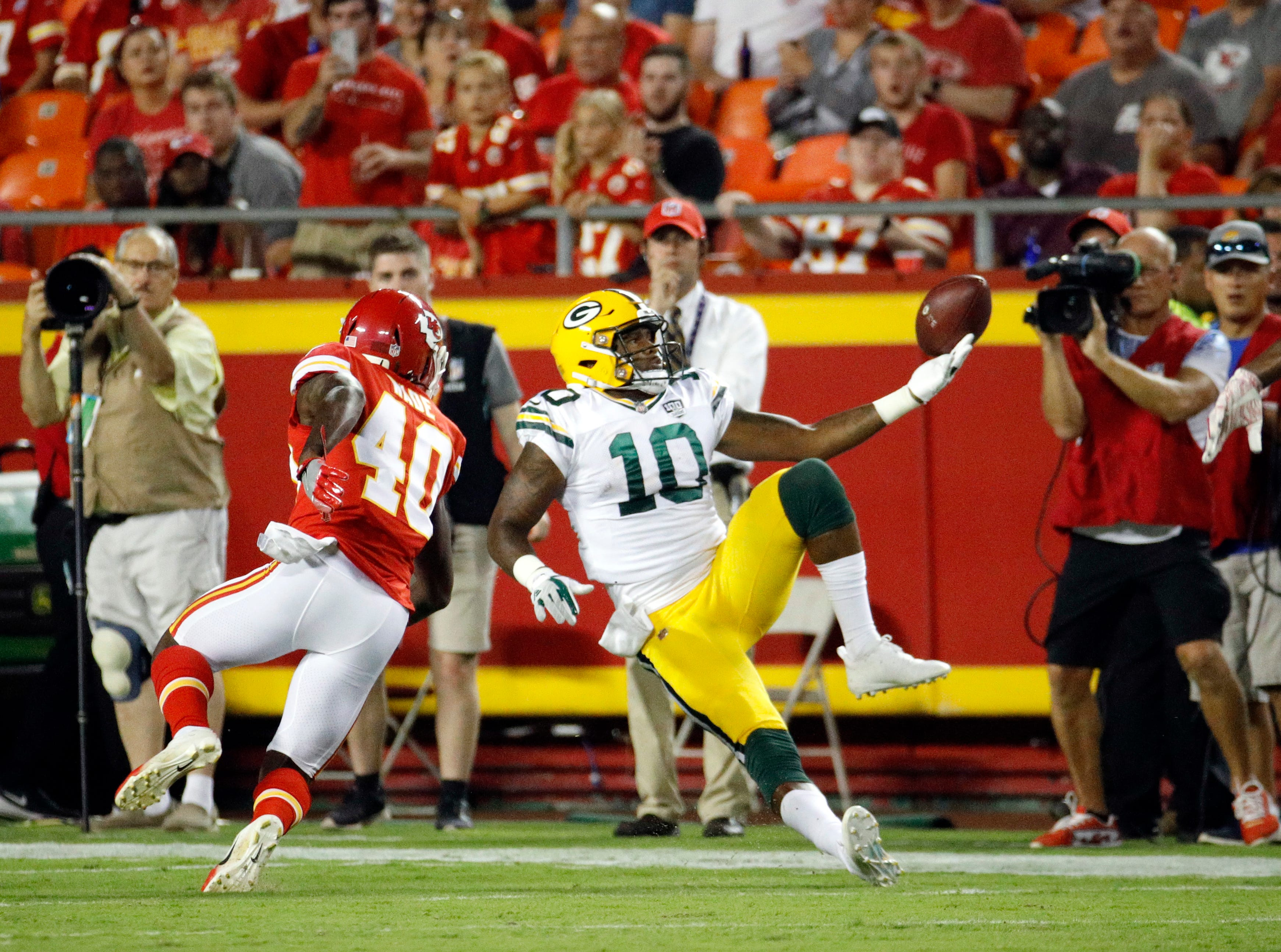 Green Bay Packers wide receiver DeAngelo Yancey (10) can't make the catch against the defense of Kansas City Chiefs cornerback D'Montre Wade (40) during the first half of an NFL preseason football game in Kansas City, Mo., Thursday, Aug. 30, 2018.