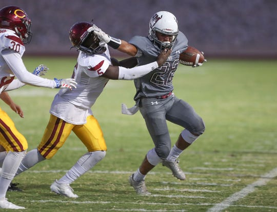 Emmanuel Sanchez of Rancho Mirage runs against Colton, August 30, 2018.