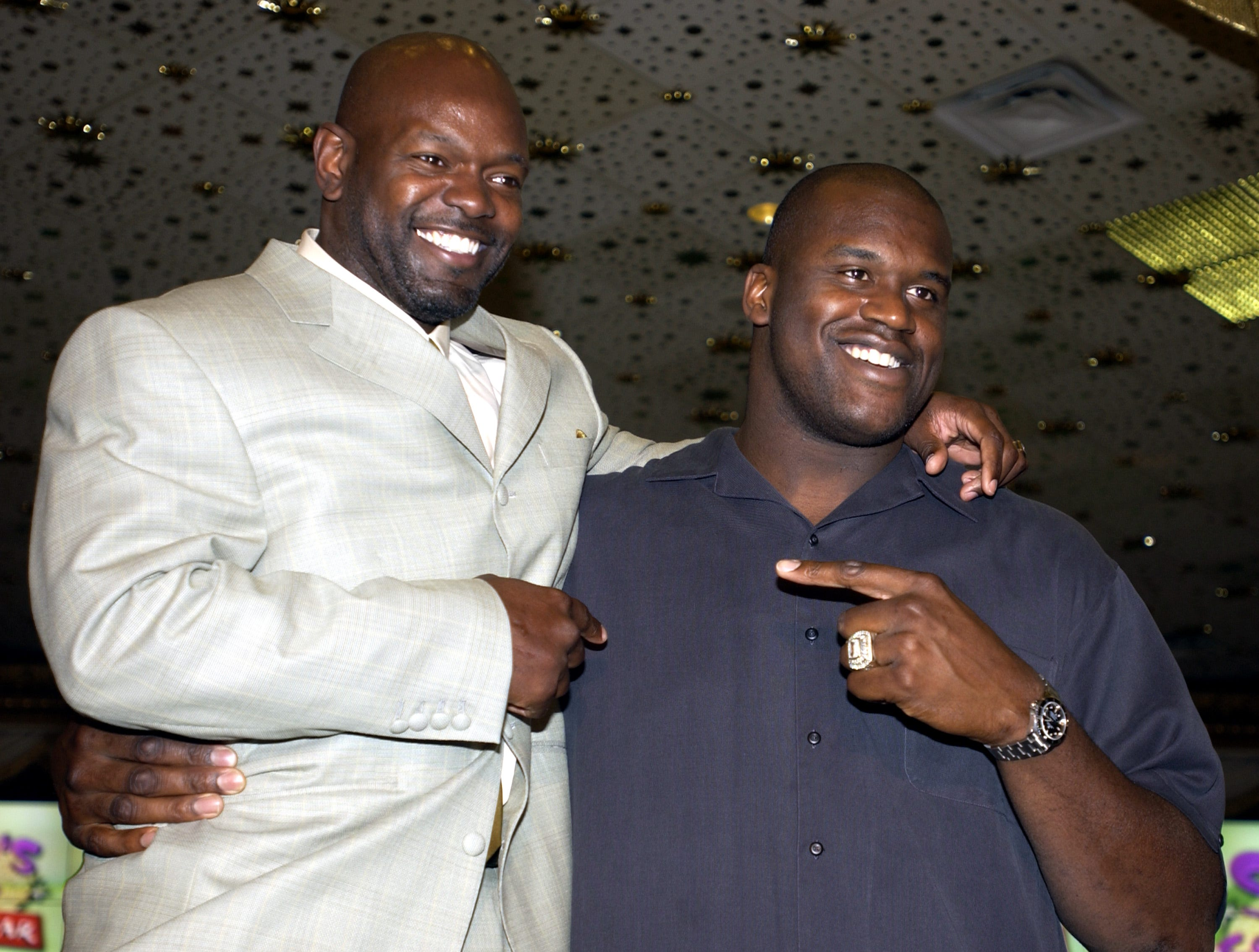 401966 03: L.A. Laker basketball player Shaquille O''Neal (R) and Dallas Cowboy football player Emmitt Smith pose for a photograph during a joint press conference March 7, 2002 at the MGM Grand in Las Vegas, NV. The two athletes announced the All-Star Comedy Roast II Charity Event, being held June 28, 2002 at the MGM Grand. (Photo by Scott Harrison/Getty Images)