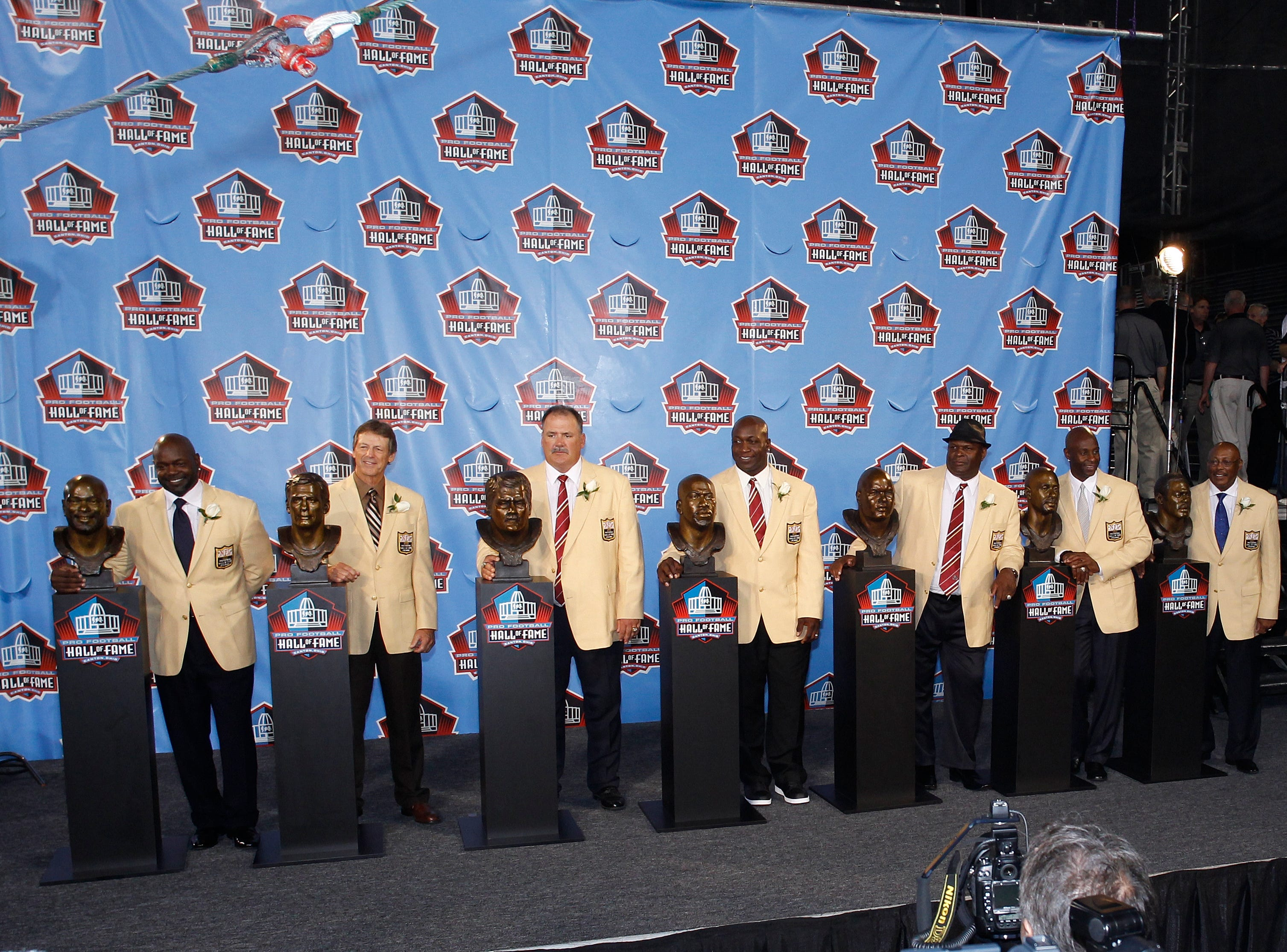 CANTON, OH - AUGUST 7: The Class of 2010 (from left, Emmitt Smith, Dick LeBeau, Russ Grimm, John Randle, Rickey Jackson, Jerry Rice and Floyd Little) pose with their busts following the Pro Football Hall of Fame Enshrinement Ceremony at the Pro Football Hall of Fame Field at Fawcett Stadium on August 7, 2010 in Canton, Ohio. (Photo by Joe Robbins/Getty Images)