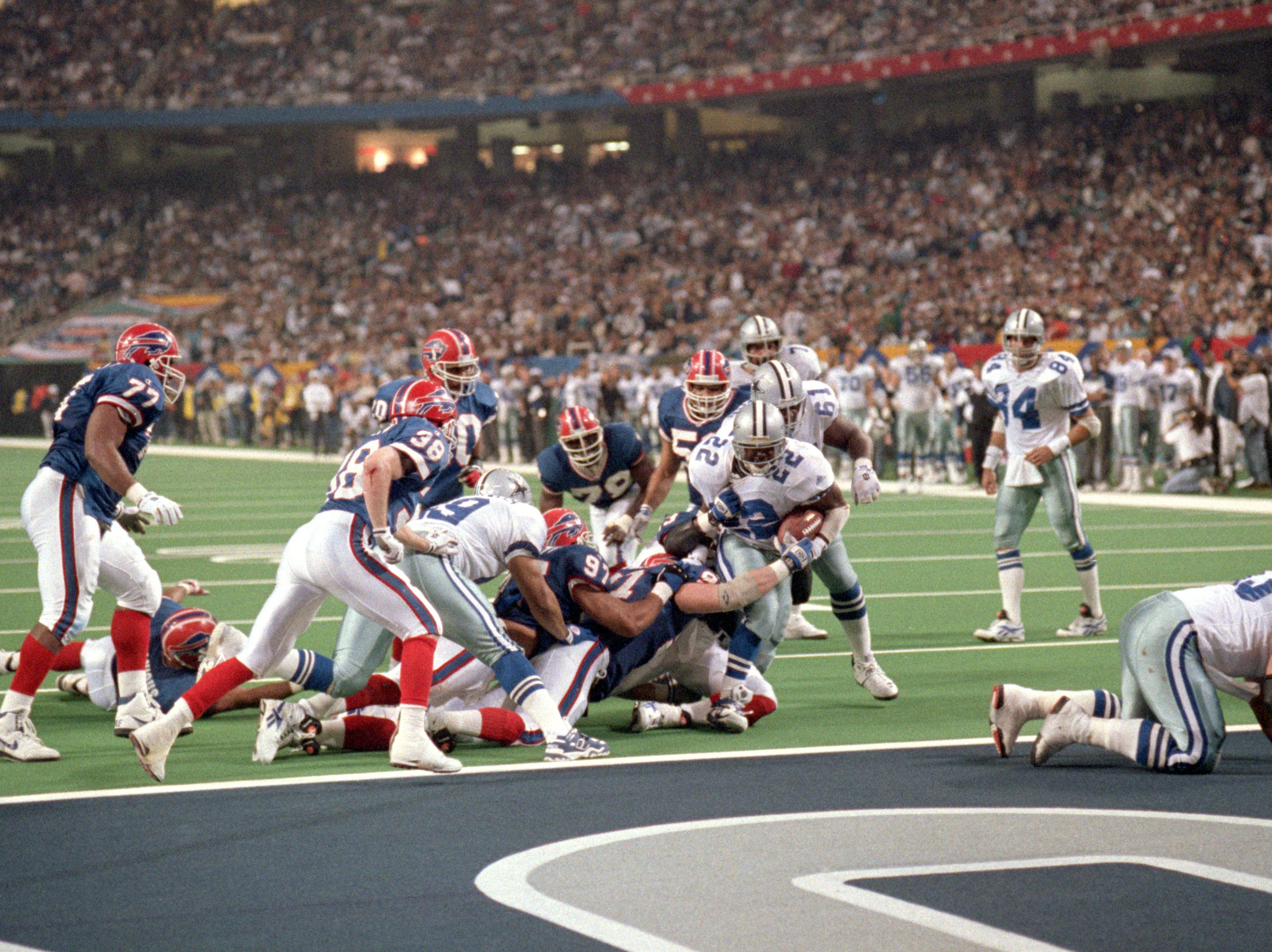 ATLANTA - JANUARY 30:  Running back Emmitt Smith #22 of the Dallas Cowboys scores a one yard touchdown with 9:50 left of the clock putting Dallas up 27-13 in the fourth quarter in Super Bowl XXVIII against the Buffalo Bills at the Georgia Dome on January 30, 1994 in Atlanta, Georgia.  The Cowboys won 30-13.  (Photo by George Rose/Getty Images)