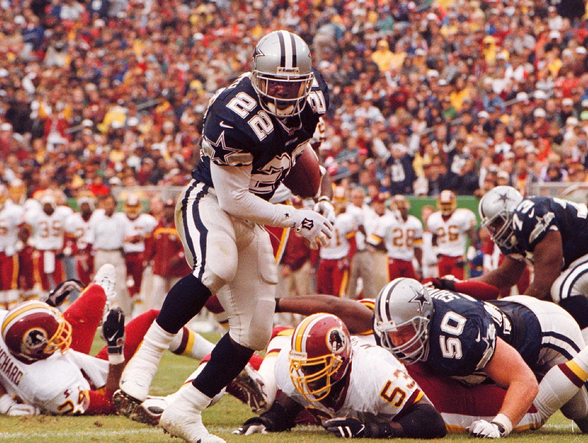 WASHINGTON, :  Dallas Cowboys running back Emmitt Smith (C) runs up the middle for a three-yard touchdown in the second quarter to put the Cowboys ahead of the Washington Redskins. The Cowboys beat the Redskins 31-10 at Jack Kent Cooke Stadium near Washington, DC. AFP PHOTO/HEATHER HALL (Photo credit should read HEATHER HALL/AFP/Getty Images)